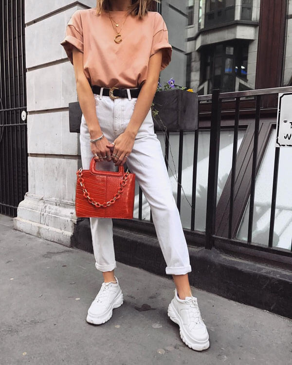 с чем носить белые джинсы мом