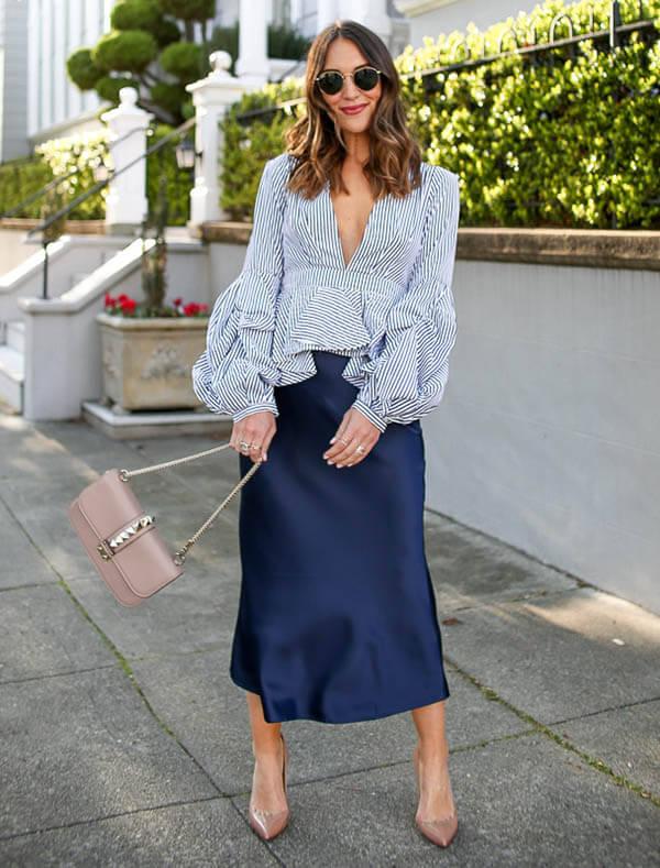 синяя юбка из атласа