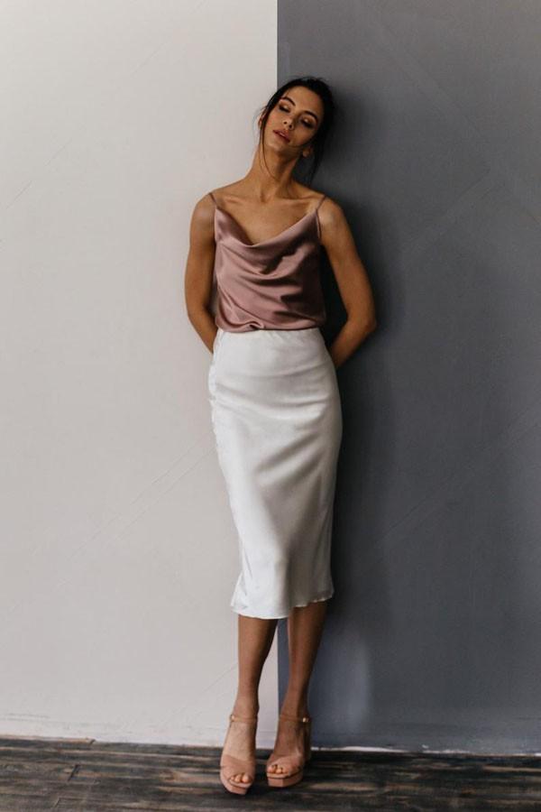 образ с белой атласной юбкой