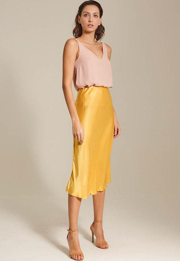 желтая атласная юбка